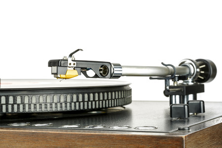 phono: Phonograph cartridge, device, reading music from vinyl