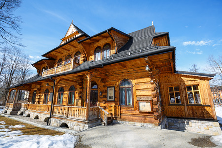 sloping: ZAKOPANE, POLAND - MARCH 10, 2015: Villa Jutrzenka built in the style of Zakopane in 1900, nowadays the seat of Tatra Culture and Sport Centre, Gallery Art-Park and Art Museum Editorial