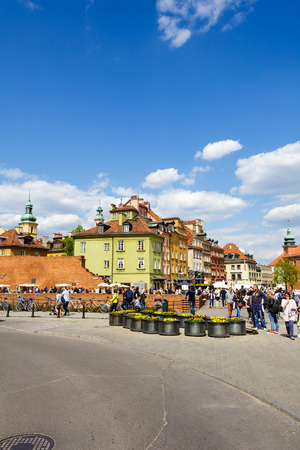 townhouses: WARSAW POLAND  MAY 03 2015: Townhouses at the Castle Square laid out in the years 18181821 nowadays the place where many events are held people often come here to have a good time