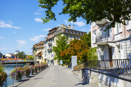 tenement: THUN, SWITZERLAND - SEPTEMBER 08, 2015: Cityscape on the river Aare. Thun with a population of approx. 45000 citizens it is a city located in the canton of Bern, situated on the River Aare