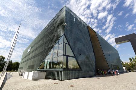 Warschau, Polen - 5. August 2016: Museum der Geschichte der polnischen Juden, die oft der Polin genannt wurde entwickelt, wurde von dem finnischen Architekten Rainer Mahlamäki und wurde in den Jahren 2009-2013 gebaut