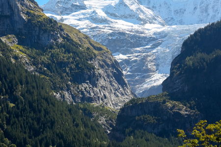 The rocky mountains and those covered with snow, as seen from Grindelwald in Switzerland. The glacier can also be seen there.