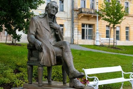 Marianske Lazne, Tsjechië - 10 september 2017: Het standbeeld van Johann Wolfgang Goethe toont een van de meest prominente dichters ter wereld en speelt zich af in de stad waar de dichter vroeger was en zijn tijd doorbracht. Redactioneel