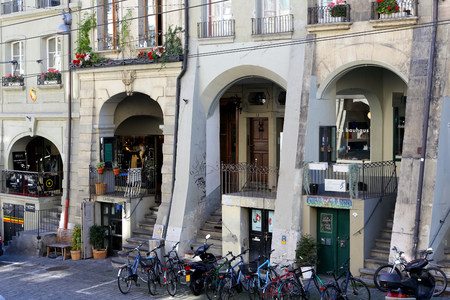 Bern, Switzerland - September 25, 2017: The historic arcades this is an architectural detail being one of the most recognizable attractions in the Old Town, their total length of several kilometers. Banco de Imagens - 92971311