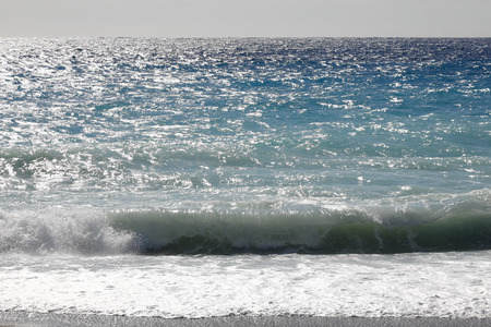 Surface of the Mediterranean Sea with one wave at the shore in Nice, France. 版權商用圖片