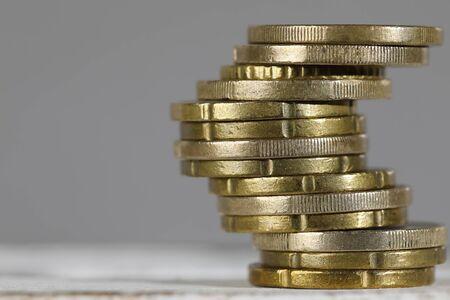 ここにユーロ硬貨の作成されたスタックがあります。