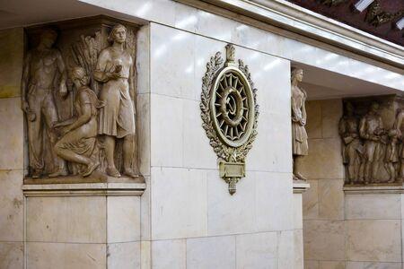 St. Petersburg, Russia - July 8, 2019: Statue decoration Pylonowa stacja metra, subway 新聞圖片