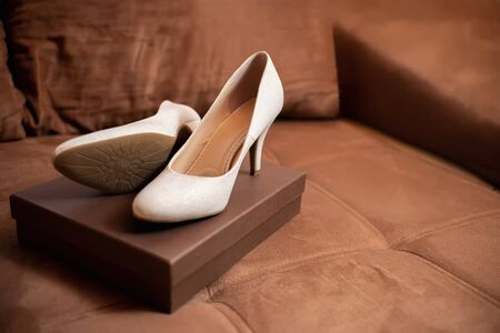 Wedding shoes for woman beige white