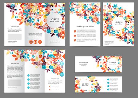 Conjunto de plantilla de folleto de color con fondo floral abstracto