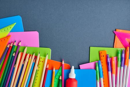 School supplies frame on a dark background 版權商用圖片