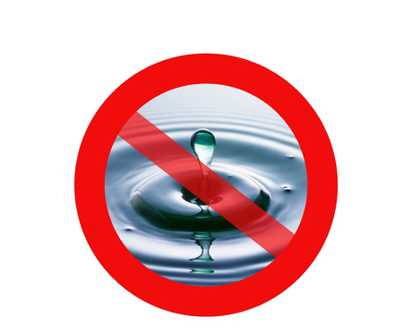 no access: A drop of water plopping into water with a red circle and diagonal line across, superimposed on top, representing a no access traffic sign to indicate no access to water, i.e. water shortage. Stock Photo