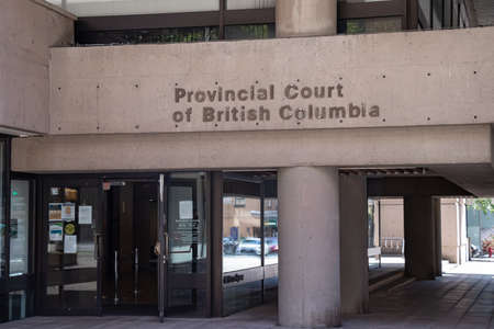 Vancouver, Canada - July 13,2020: Sign of Provincial Court of British Columbia in Downtown Vancouver 新聞圖片