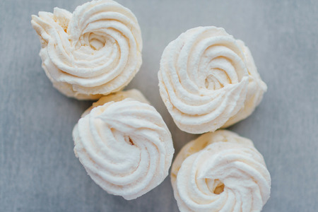 White mango marshmallows or zephyr with sugar powder on a table. Homemade sweet. Imagens - 84849629