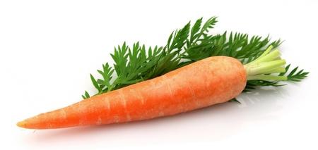 zanahoria: zanahorias con hoja sobre un fondo blanco  Foto de archivo