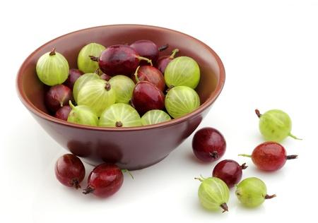 grosella: Dulce y el jugo de la grosella espinosa en la placa de cerca