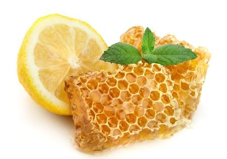 miel et abeilles: Nids d'abeilles � miel avec citron et de menthe Banque d'images