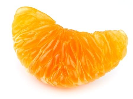 segmento: Mandarinas segmento sobre un fondo blanco