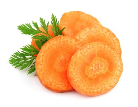 zanahorias: Segmentos de zanahoria sobre un fondo blanco