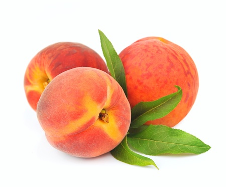 the peach: Sweet peaches with leafs on a white background