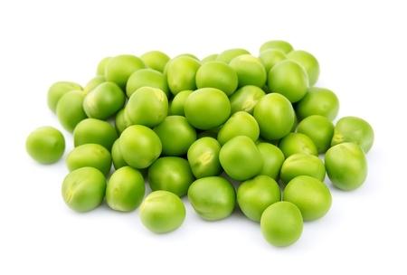 Groene erwten geïsoleerd op een witte achtergrond