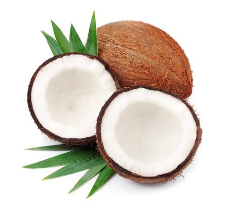 coco: Cocos con hojas sobre un fondo blanco Foto de archivo