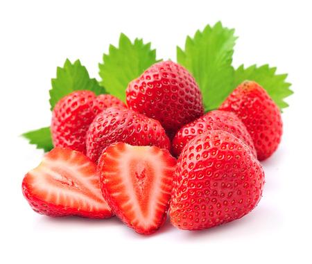 흰색 배경에 잘 익은 딸기.