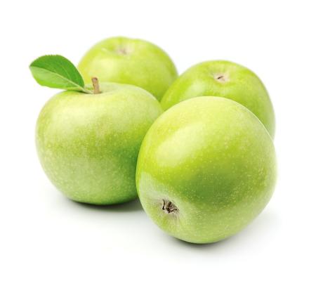 manzana verde: las manzanas verdes aisladas sobre fondo blanco. Foto de archivo