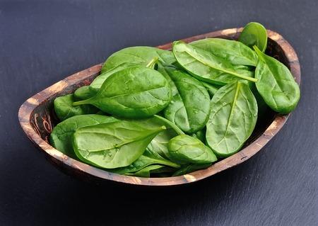 grafit: Fresh spinach on a graphite background. Zdjęcie Seryjne