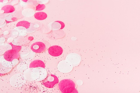 Pink Colorful festive confetti. Flat lay style. Banque d'images - 113707549