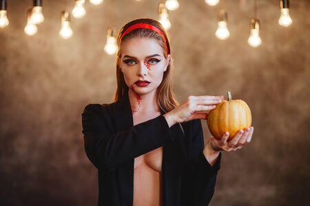 Hermoso retrato de mujer vampiro de Halloween.
