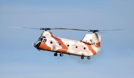 chinook: Radio elicottero Chinook Conltroled contro un cielo blu  Archivio Fotografico