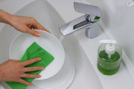 wash dishes: wash dishes with green rag