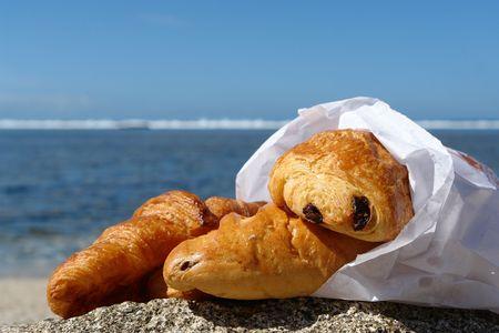 sachet of viennoisery, symbolyse the breakfast