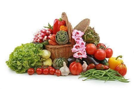 vegetable basket: wicker basket of vegetable