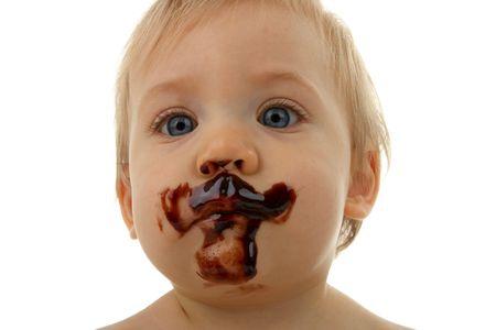baby gesicht: Baby-Gesicht mit Schokolade
