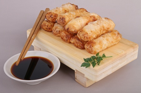spring roll and sauce photo