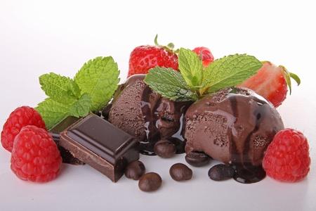 chocolate ice cream: chocolat cr�me glac�e et fruits Banque d'images