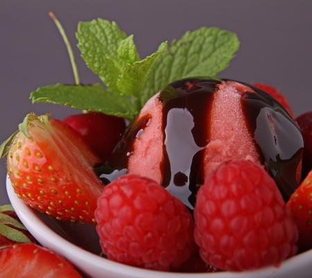 fraises de crème glacée et fruits
