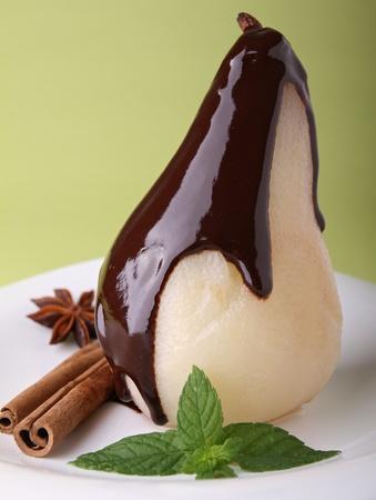 梨: チョコレートと洋梨のコンポート