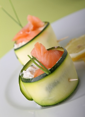 appetizer, roll cucumber with cheese and salmon Imagens