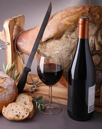 iberian: vino, pane e prosciutto serrano Archivio Fotografico