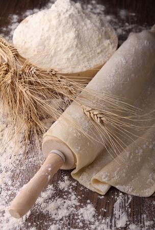 dough: rodillo y la masa Foto de archivo