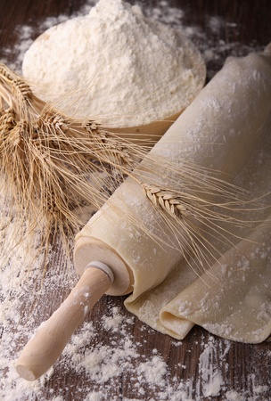 dough: rolling pin and dough