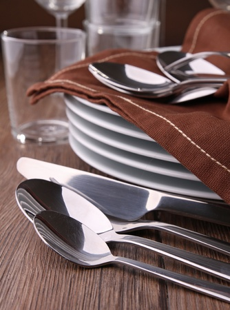 clean dishes: cutlery and plates