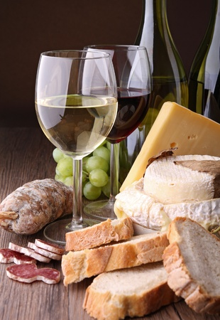 redwine: wineglasses with bread,sausage and cheese