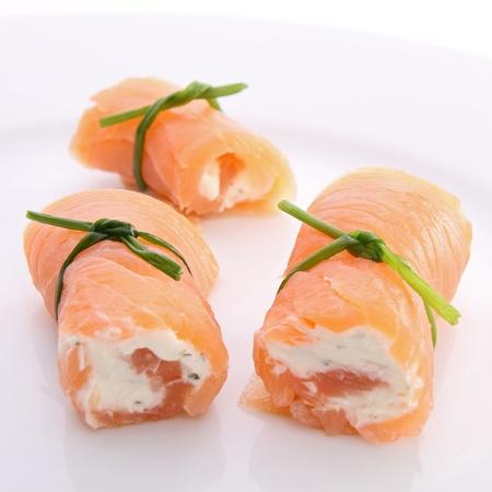 salmon ahumado: rollo de salm�n ahumado con queso Foto de archivo