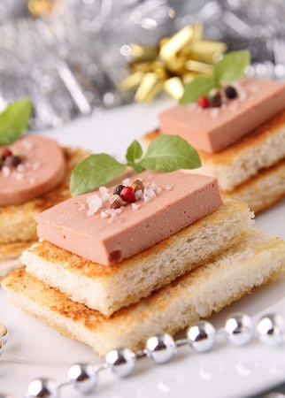 foie gras: canapes, bread and foie gras