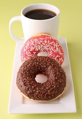 afternoon cafe: taza de caf� y donas