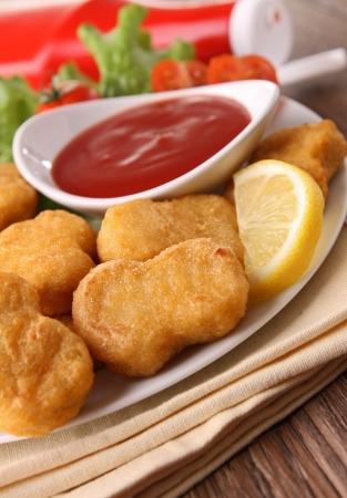 nuggets de poulet: p�pites et ketchup