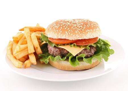 papas fritas: hamburguesa aislada